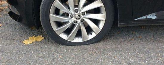 coche-rueda-pinchada_1_645x451